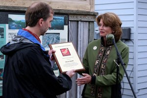 Lisa Murkowski presenting an award to Steve Moffitt at PWSCC's annual Copper River Nouveau